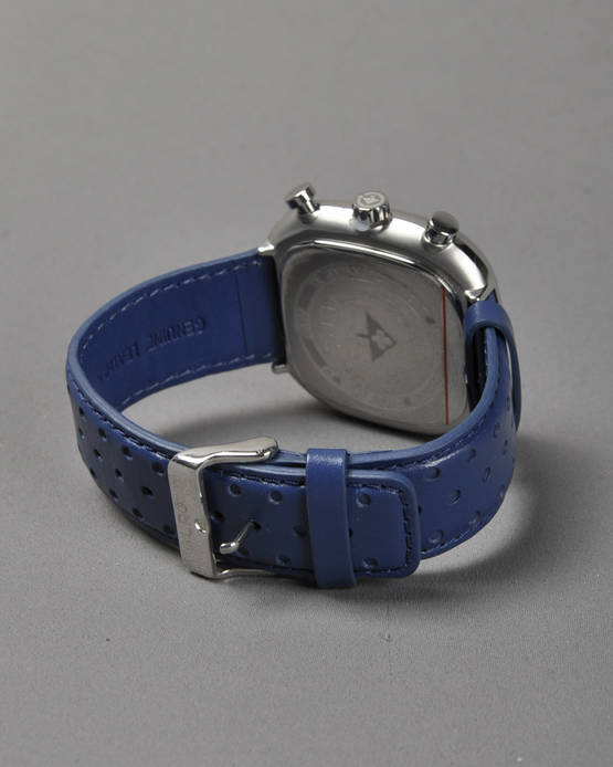 LRG-CAST-Watch-7WD140006-2.jpg